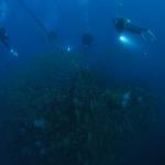 水深30mほどに鎮座する沈船