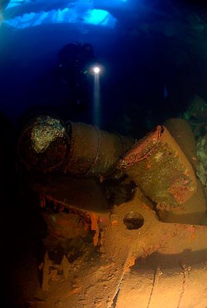 Wetpixel Exploring inside a wreck
