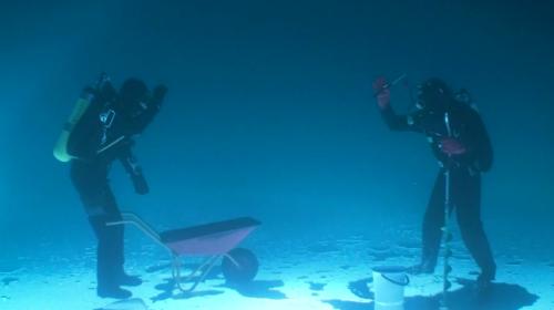 次の記事: 幻想的!フィンランド映像作家による、湖の中で釣りをする水中映