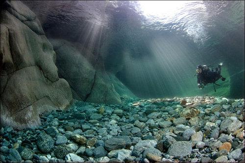 次の記事: 水底まで見える透明度!スイス・マッジャ川のクリアすぎる水中写