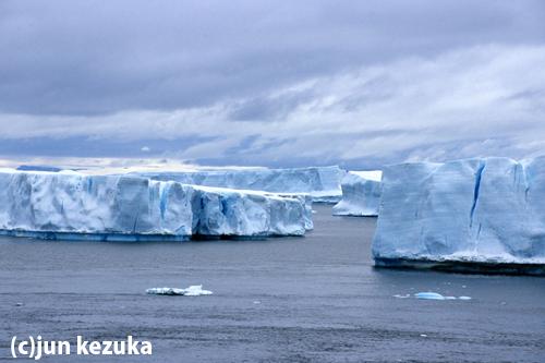 南極半島ルメール海峡の氷山