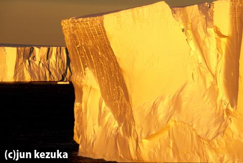 ウェッデル海 夕陽の氷山