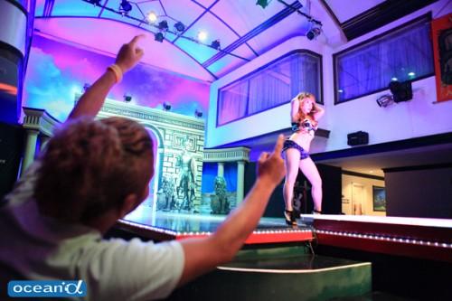 セブ島最大規模のKTV「ARENA」のセクシーショーにノリノリ!