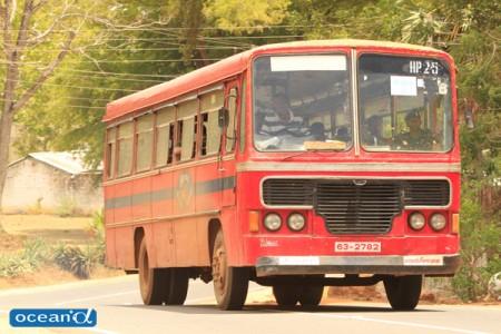 スリランカの幹線バス(撮影:越智隆治)