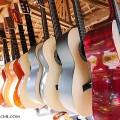 セブ島のギター屋(撮影:越智隆治)