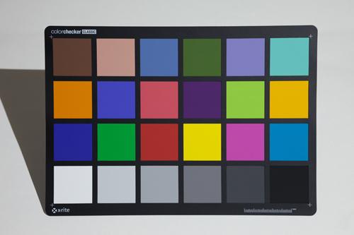RGBlueで照らしたよるカラーチャート(色温度:5000K)