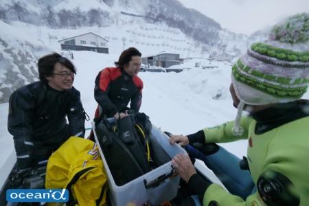 気温は氷点下。西村さんが「マイナス2度までは暖かい」と言っていて「何を言っているんだろう……」と思ったが、マイナス9度を経験してその意味を知る(笑)。マイナス2度までは手袋がなくてもイケる