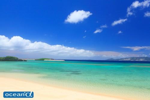 恩納村のビーチ(撮影:越智隆治)