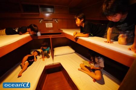 船の大部屋は子どもたちの秘密基地に