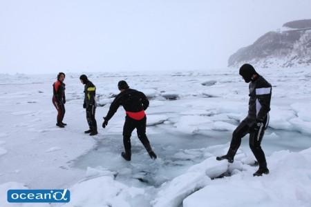 そろ~りそろりと薄氷の上を歩く。運が悪いとそのままドボン
