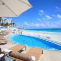 7色に変化するといわれるカリブ海と白砂ビーチに面したル・ブラン・スパ・リゾート Ph/Shoji Matsushima
