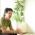 写真は前回のインタビューの際のものです