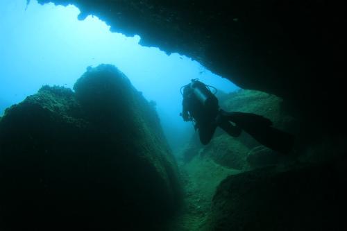 """""""タイ洞窟遭難事故""""救出劇の新事実 ~救出方法は、潜水によるタンカ搬送~"""