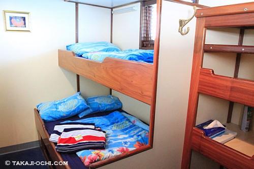 ディープシーダイバーズデンの客室とベッド(撮影:越智隆治)