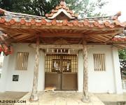 次の記事: 宮古島の名高い霊場「漲水御嶽」(はりみずうたき)での台風よけ