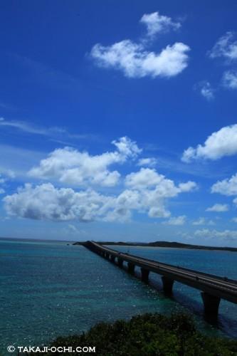 宮古島と池間島をつなぐ池間大橋(撮影:越智隆治)