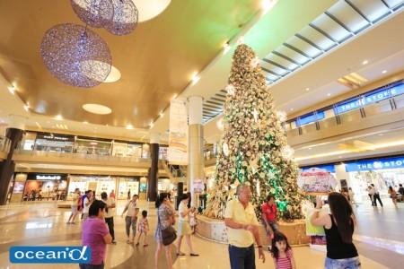セブ市内の巨大モールはクリスマス商戦真っ最中(撮影:越智隆治)
