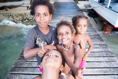 パプアニューギニアの子どもたち(撮影:岡田裕介)