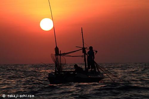 スリランカの夜明け(撮影:越智隆治)