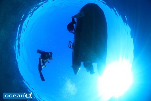 ラジャアンパットの青い海(撮影:越智隆治)