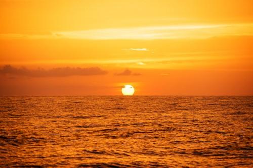バハマのドルフィンクルーズの夕日、夕焼け(撮影:岡田裕介)