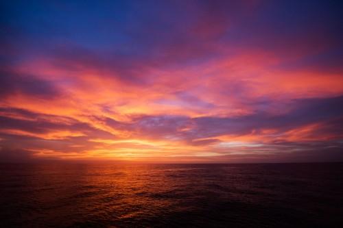 バハマのドルフィンクルーズの夕日、夕焼けとマジックアワー(撮影:岡田裕介)