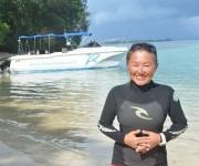 次の記事: 3ヶ月のつもりが気づけば7年。リセナン島のダイビングガイド野