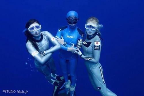 人魚ジャパンの女性代表。福田朋夏さん、岡本美鈴さん、廣瀬花子さん
