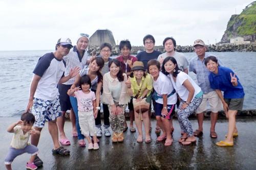 御蔵島、ドルフィンスイム参加者の集合写真