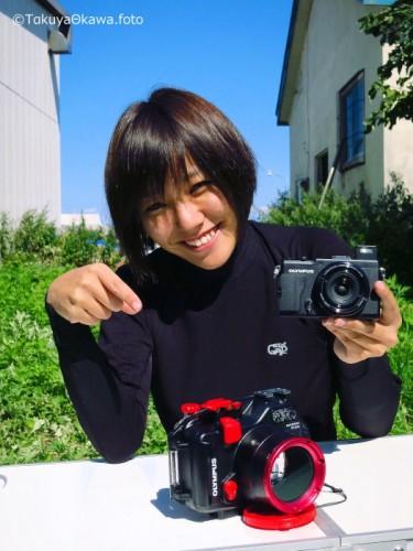コンパクトデジタルカメラと水中ハウジング