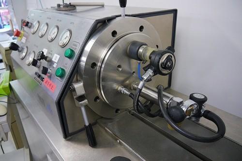 測定機とセカンドステージ(撮影:寺山英樹)