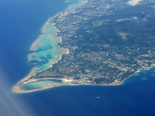 空から見たサンゴ礁(提供:座安佑奈)