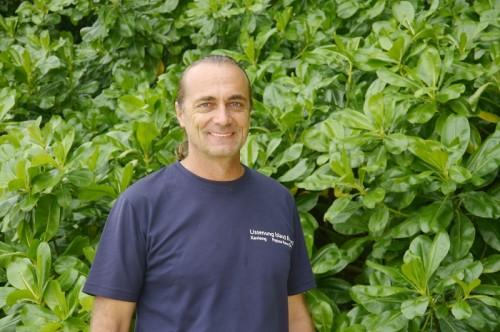 パプアニューギニア、リセナン島のオーナー・アモンさん