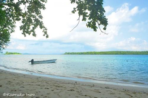 リセナン島、浜辺の風景(撮影:稲生薫子)