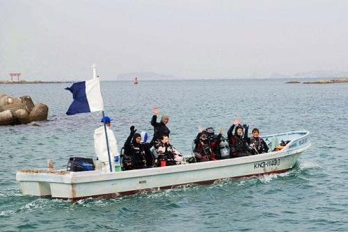葉山ボート(提供:ダイビングショップNana)