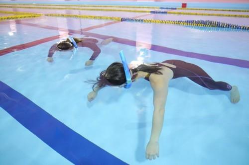水面に浮いて、脱力を体感する