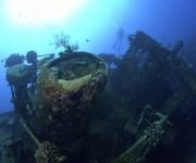 前の記事: 宮古島・八重干瀬の海底を彷徨う謎の沈船へ潜る