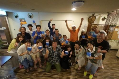 取材時、宮古島へ遊びに来ていたゲストとフォトコンテスト参加ショップのガイドさんたち