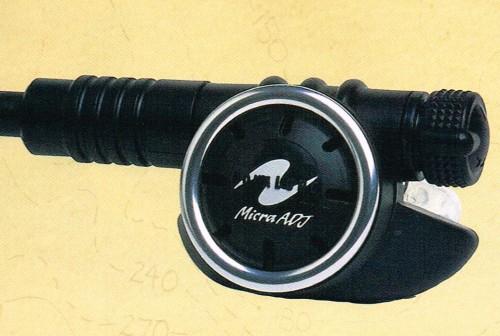 機種はアクアラングのマイクラADJ(提供:高尾)