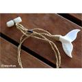 トンガ王国のクジラのテールネックレス(マッコウクジラの骨製)