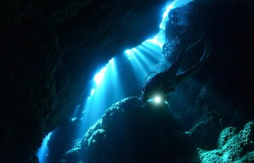 宮古島「マリア聖堂の光」(撮影:中村卓哉)