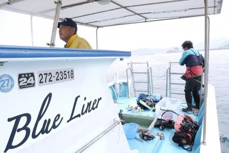 キャプテンは山口さん。他の漁師からも「先生」と言われるほどの名船長だが、ウルトラいい人