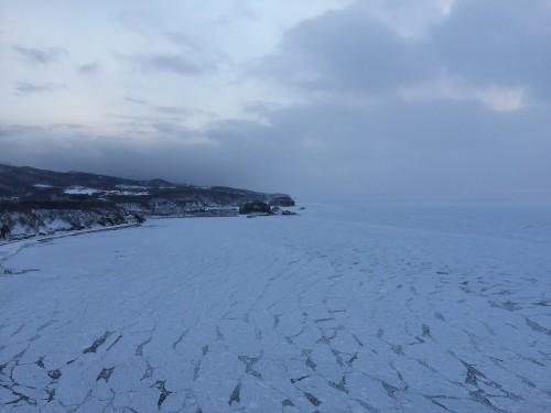 氷に覆われたウトロの海