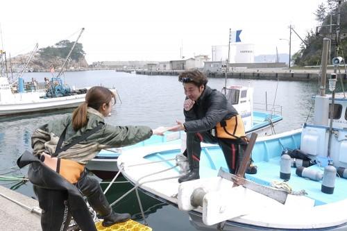 ダイビングボートに乗船
