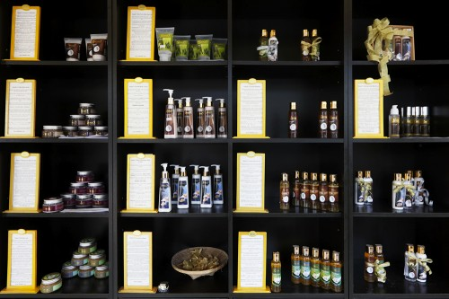 Samui'sは、健康や美容に効果のある特産のココナッツオイルを使った製品の種類が豊富