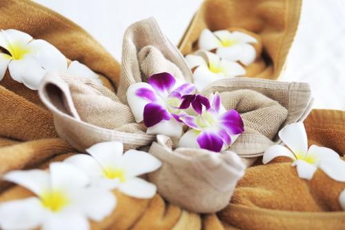 お花で飾られたバスタオルがリゾート気分を盛り上げてくれる