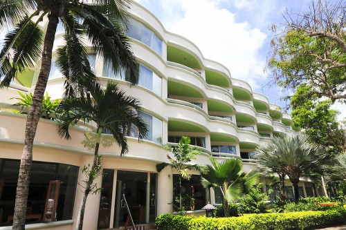 海側のホテル棟。ファミリーにも使いやすいホテル