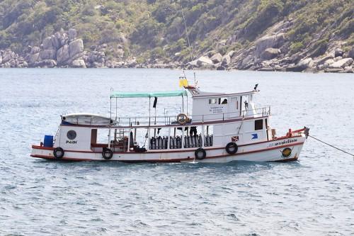 サムイダイビングサービスの自社ボート