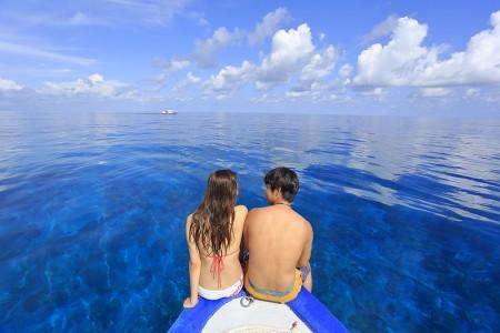 船首に乗ってちょっと休憩。この時だけ海がベタ凪になり海もお祝いしているかのよう