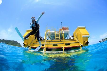 西表ブルーの海へエントリー!